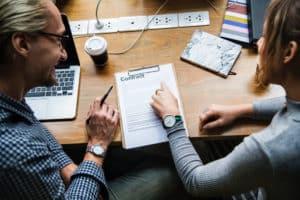 Pacte d'associés : puis-je le rédiger moi-même ?