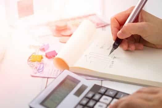 Eviter les charges sociales : l'utilisation des chèques cadeaux et des bons d'achats